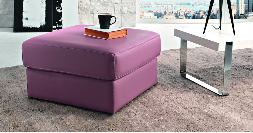 rino pouf coffre carr en cuir personnalisables sur univers du cuir. Black Bedroom Furniture Sets. Home Design Ideas